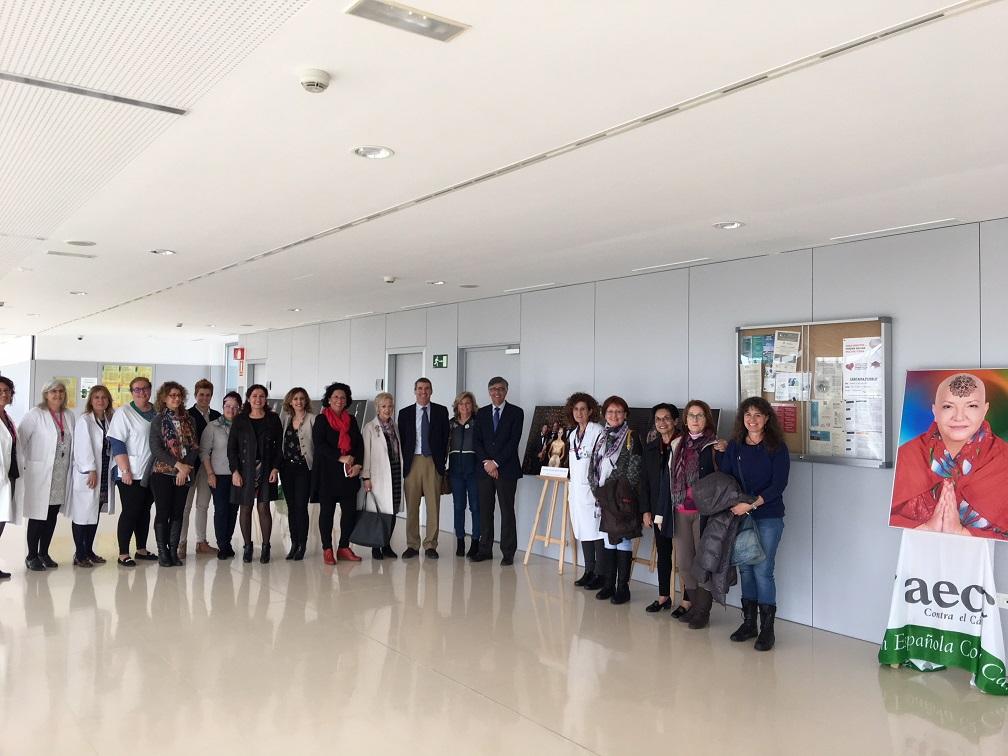 El Hospital del Guadalhorce acoge una muestra fotográfica del calendario de la Asociación Española contra el Cáncer