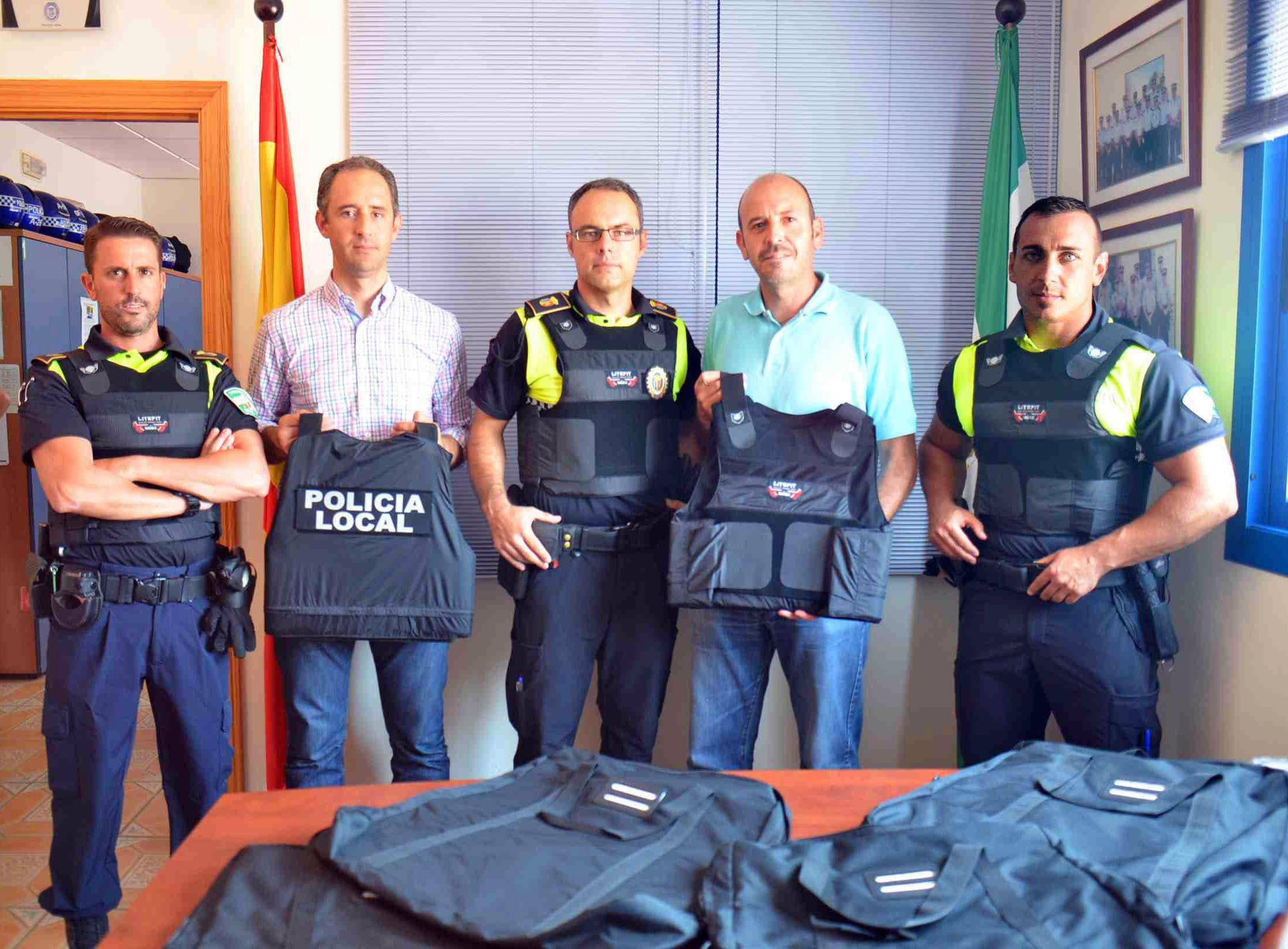 La Policía Local amplía su equipamiento con la adquisición de chalecos antibalas