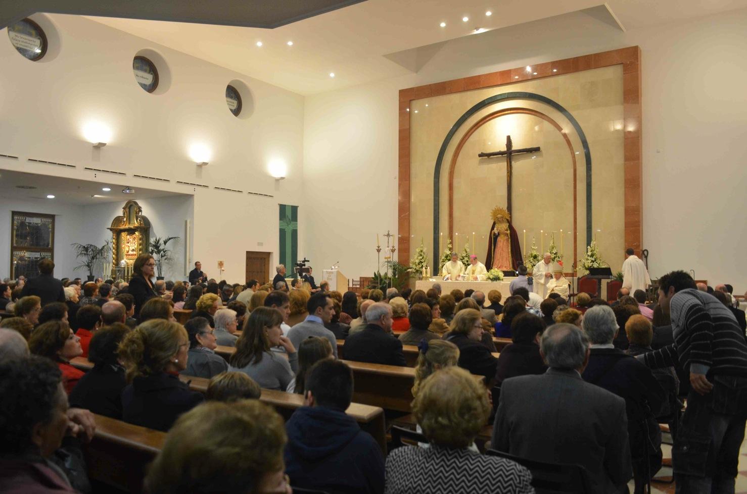 El obispo preside el acto de consagración de la iglesia de la Estación