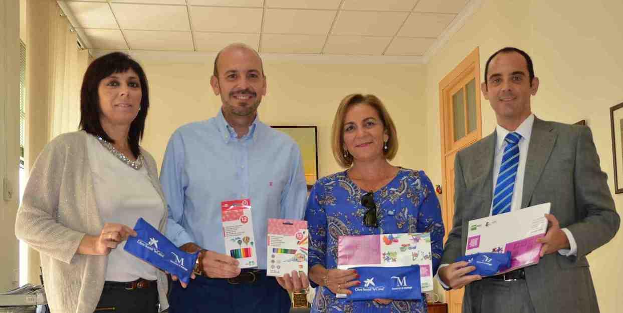 Cártama recibe 90 lotes de material escolar de manos de la Obra Social La Caixa
