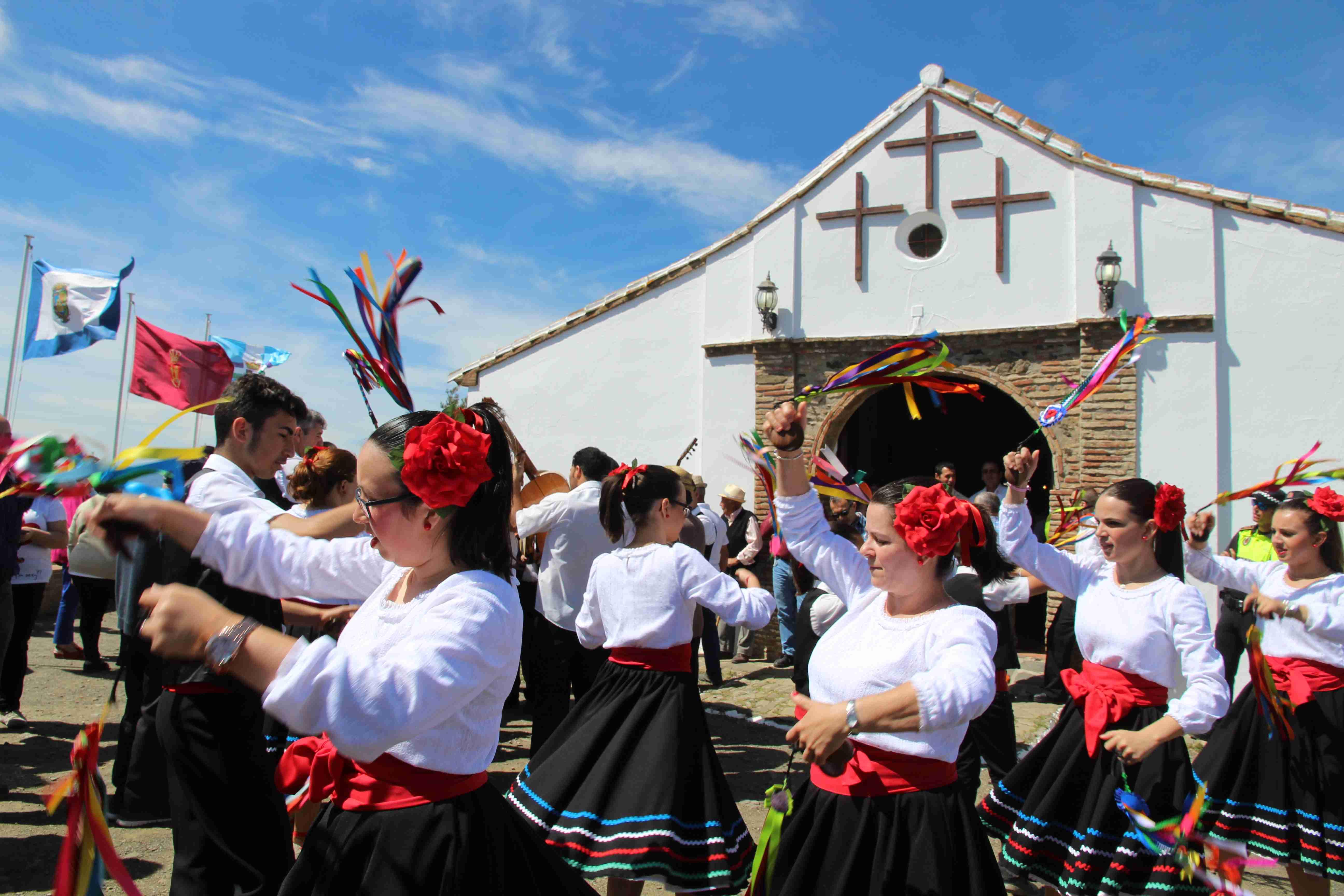 Cientos de personas asisten a la vigésimo cuarta edición del Festival de Verdiales de las Tres Cruces