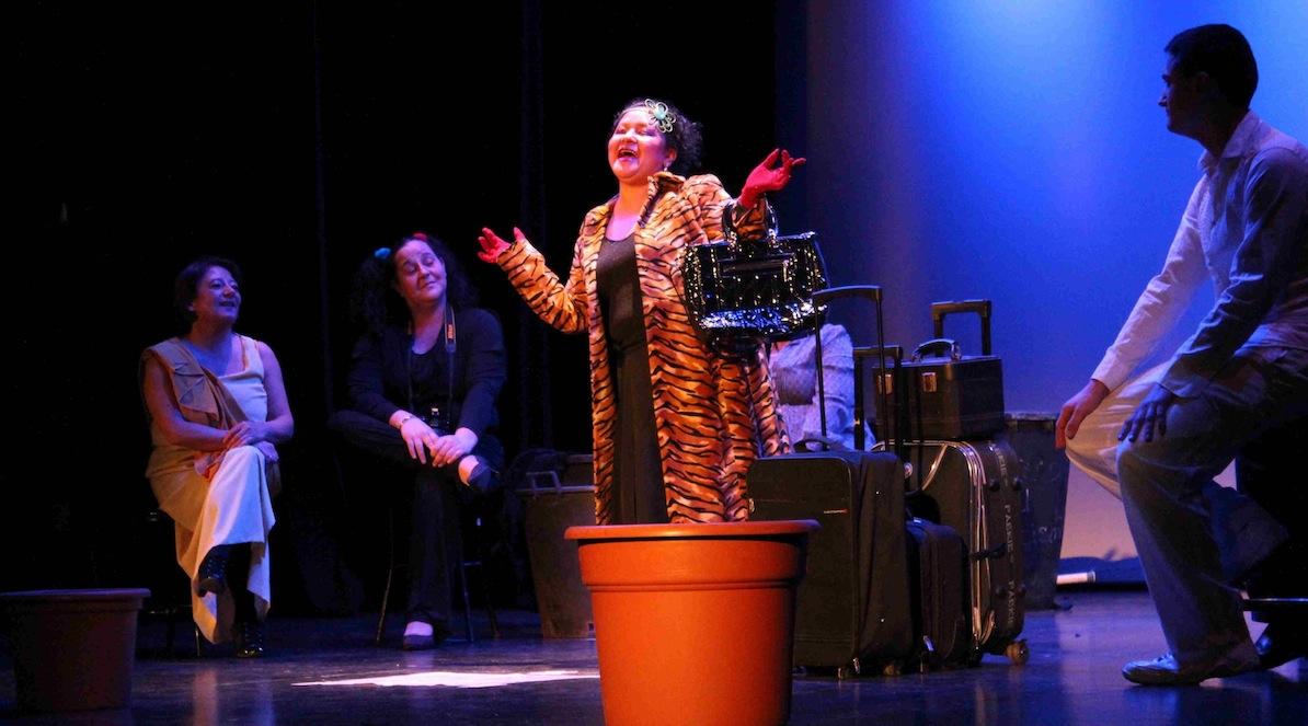 La Escuela de Teatro estrena su primera muestra con la obra 'Plantados en la vida'