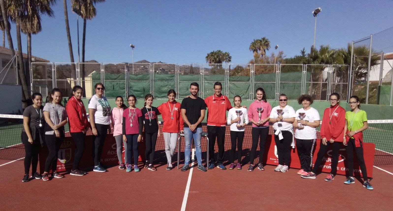 La Escuela de Tenis celebra la VIII edición de su Torneo Femenino de Navidad