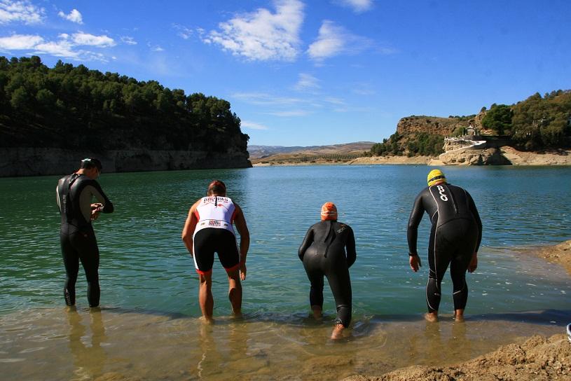 El triatlón solidario de Álora consigue 1.000 euros para los afectados por las inundaciones